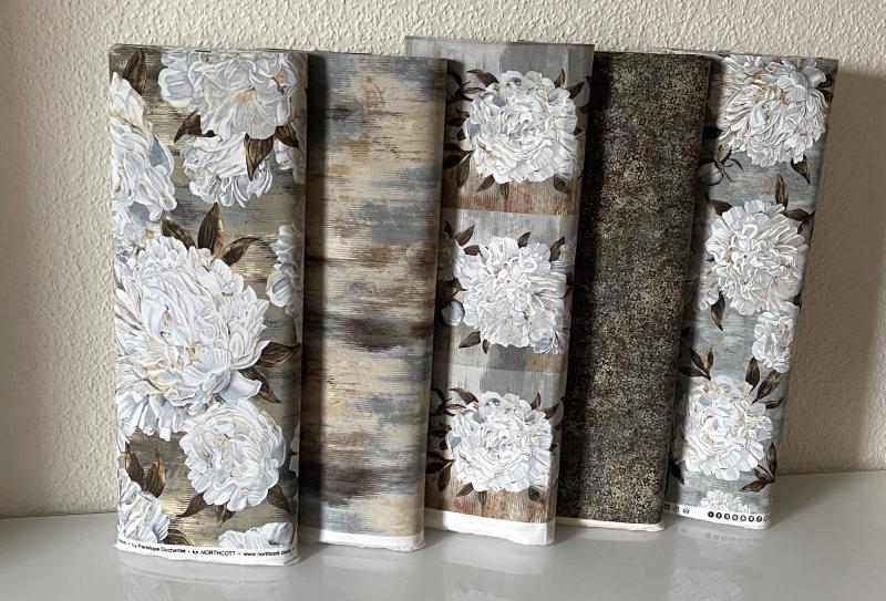 Ophelia - weiße Blüten auf graubraunem Grund