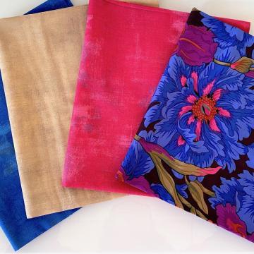 Kaffe Fassett Paket Blaue Blumen auf schwarzem Grund