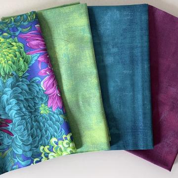 Kaffe Fassett Paket Chrysanthemen blau/grün/pink auf lila